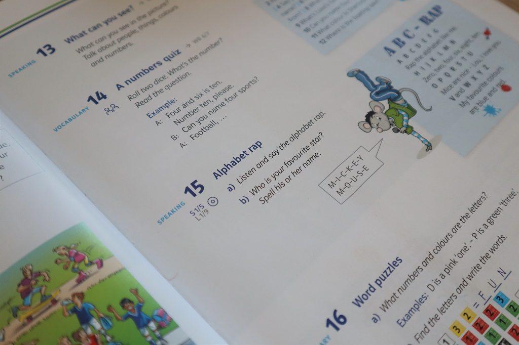 Umstellung von der Grundschule zum Gymnasium Seite von Englischbuch